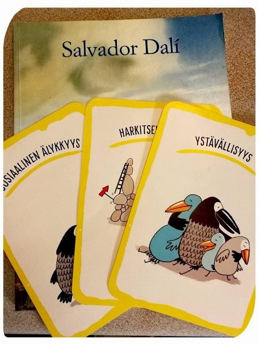 Salvador dali taidekirja ja luonteenvahvuuskortit