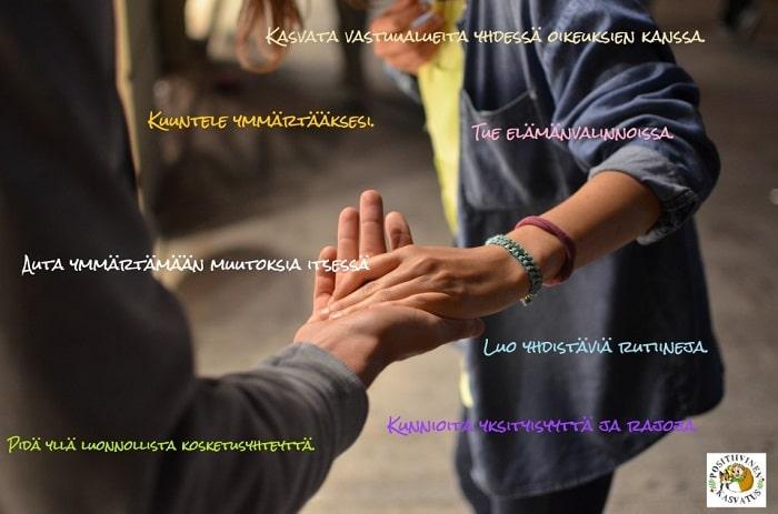 Aikuisen ja teinin kädet