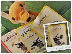 Huomaa hyvä kirjat ja huumorintajun luonteenvahvuus sekä pehmokettu
