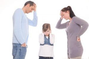 Kaksi neuvotonta vanhempaa