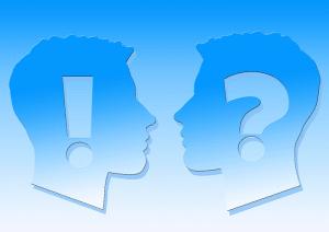 Kysymysmerkki ja huutomerkki naamat
