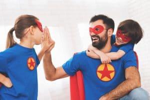 Isä ja kaksi lasta