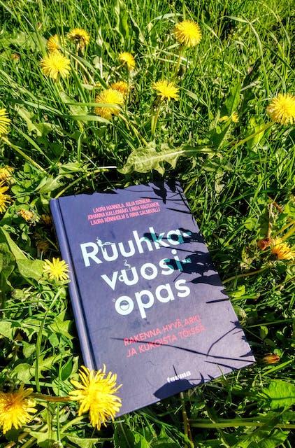 Kirja-arvostelu: Ruuhkavuosiopas – rakenna hyvä arki ja kukoista töissä